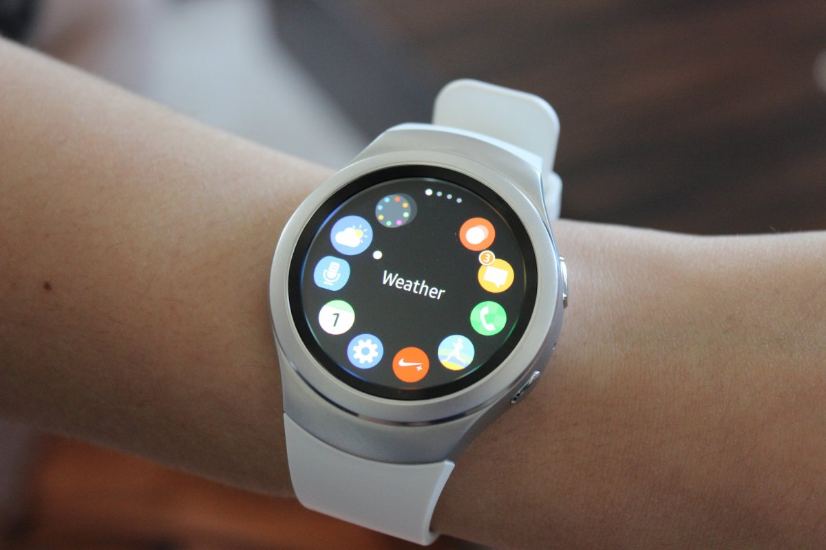 both-gear-s2s-will-run-samsungs-own-tizen-smartwatch-operating-system-which-will-be-compatible-with-android-phones-running-android-44-and-up-this-is-the-app-hub
